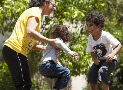 crianca-feliz-natureza