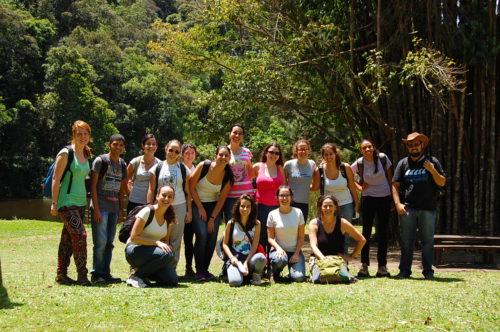 Teresa e estudantes da ESALQ no Parque Estadual da Cantareira
