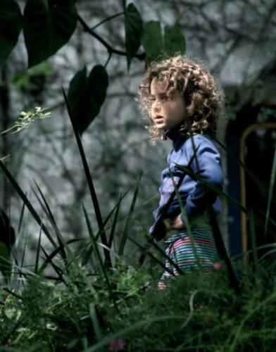 Criança e floresta