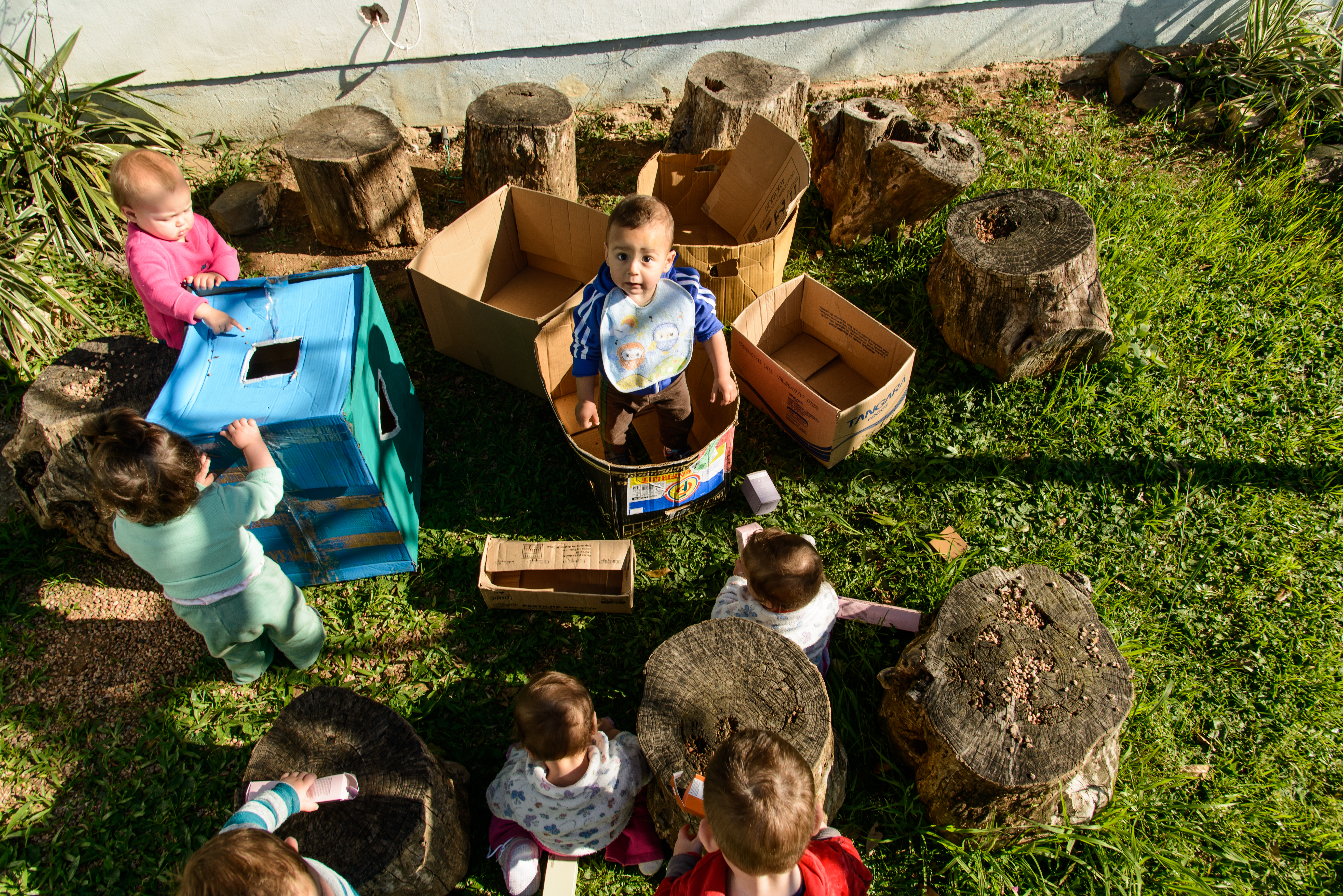 Crianças e caixas