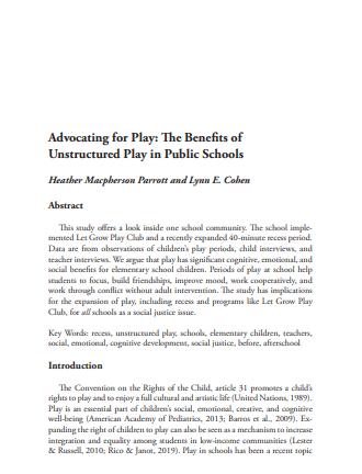 """Página branca com o texto em inglês de resumo e introdução. Em destaque está escrito em negrito """"Advocating for Play: The Benefits of Unstructured Play in Public Schools""""."""